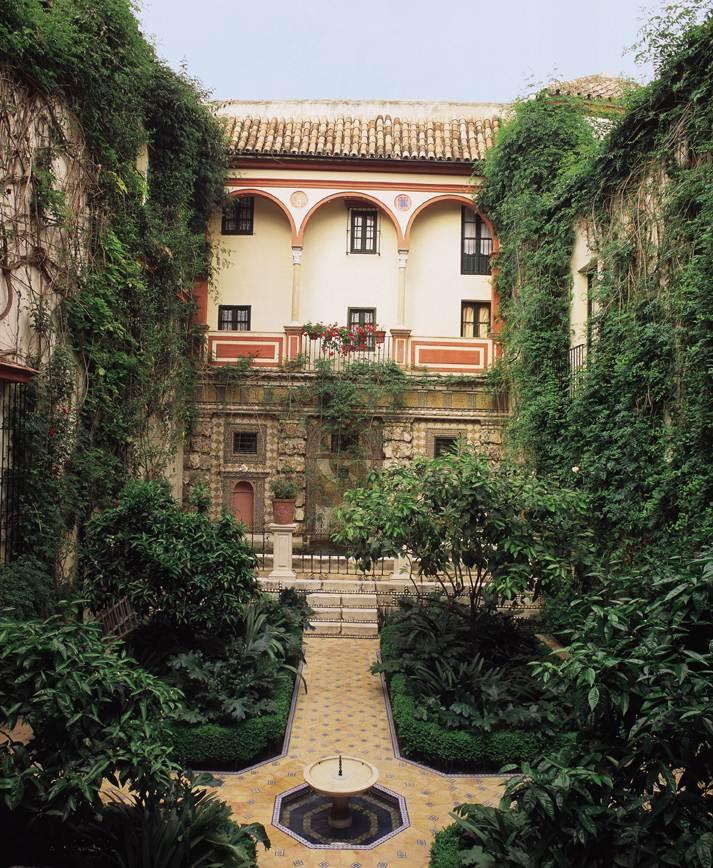 Las casas de la juderia spain reviews pictures map for Casas de sofas en sevilla